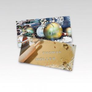 Zwei Karten Weihnachtsmailing mit Christbaumkugeln und Plätzchenteig