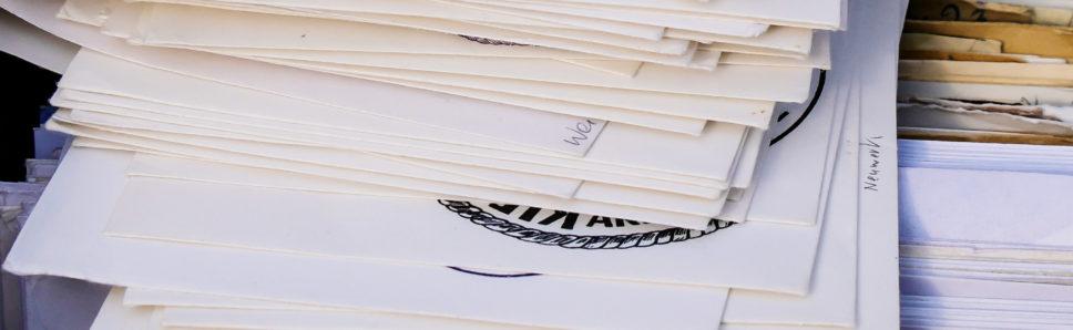 Ein Stapel Briefe